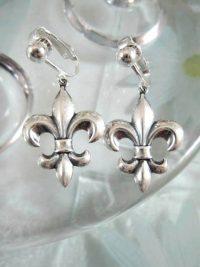 Clips örhängen med Fleur de Lis