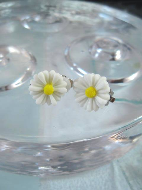 Daisy örhängen - Clips/Gul/Vit/Blommor/Marguerite/Prästkrage