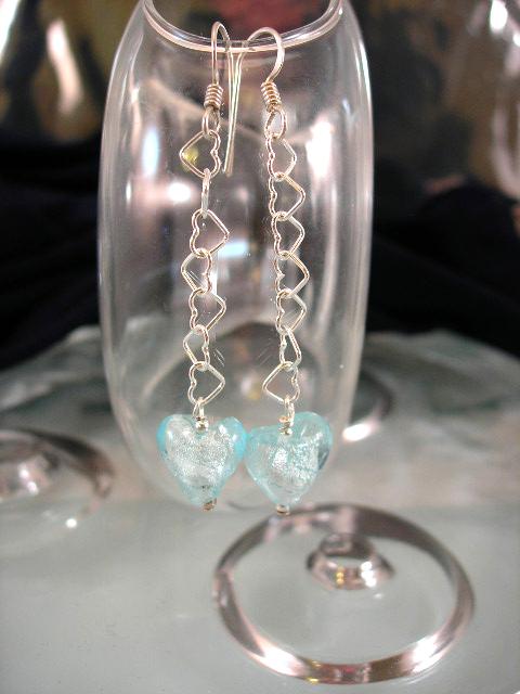 Långa Glas, silverfoil på kedja örhängen - Ljusblå glashjärtan/Silverhjärtan