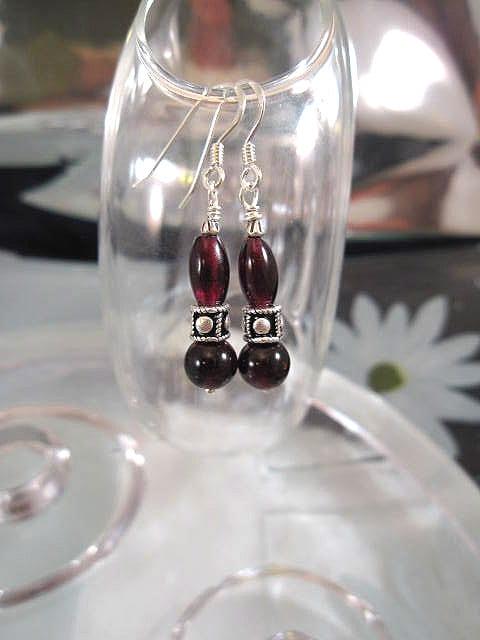 Granat örhängen - Pärlor