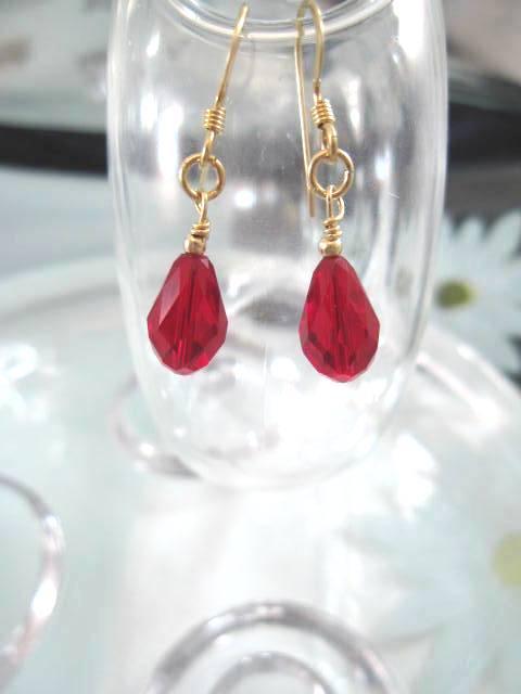 Guld o Swarovskikristaller örhängen - 14K GF/Droppe/Rubin Röd