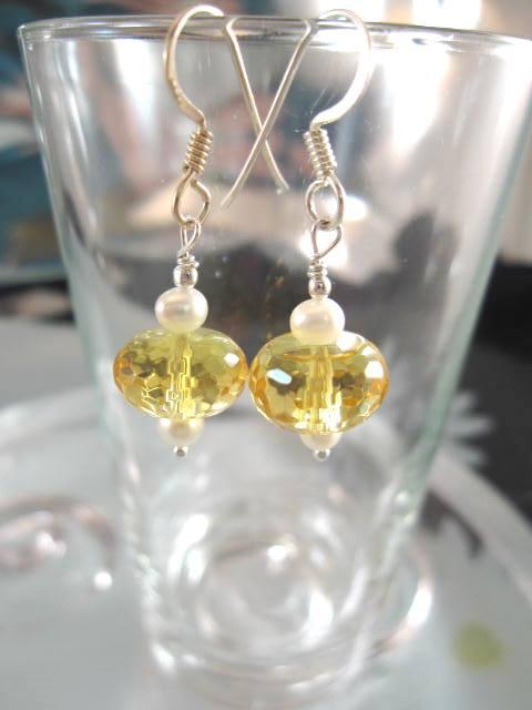 Kristall o Sötvattenspärlor örhängen - Fasett/Gul/Vit