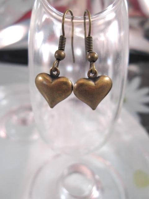 Antikbehandlade örhängen - Hjärtan