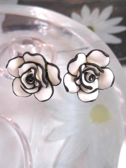 Örhängen med Rosor - Blomma/XL/Svart/Vit