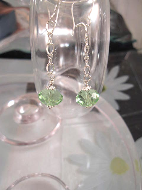 Swarovskikristall på kedja örhängen - Ljusgrön