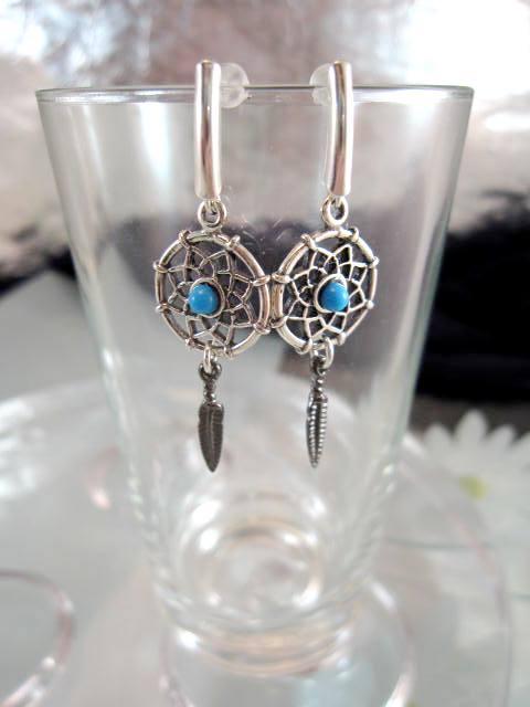 Affär på nätet med smycken i silver eller guld med stenar e74d6f598347e