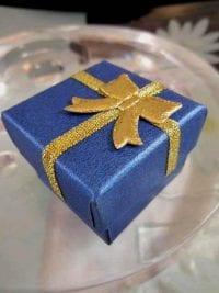 Presentask Berlock, Ring - Blå, guld, rosett