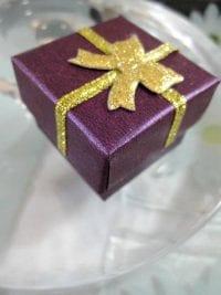 Presentask Berlock, Ring - Lila, guld, rosett