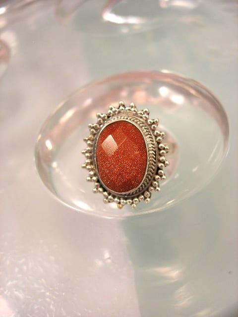 Guldsten ring - Fasett/Oval/Röd