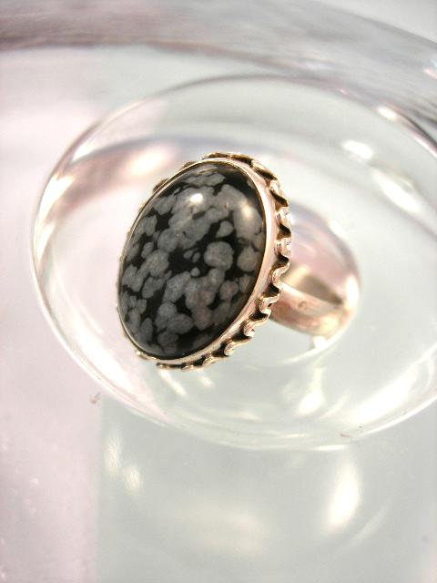 Snöflinge obsidian ring - Cab/Oval