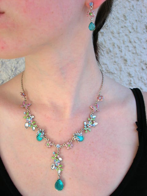 Smyckeset halsband o örhängen med blommor - Swarovski