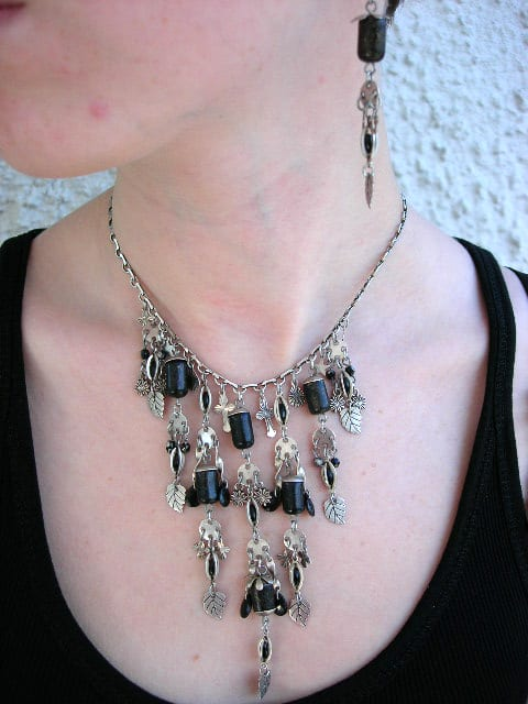 Smyckeset halsband o örhängen Kors/Löv/Silver/Svart