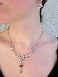 Smyckeset halsband o örhängen blommor - Kristall