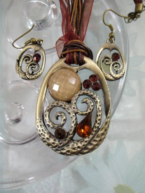 Smyckeset Halsband o Örhängen - Emaljerad/Brun/Brons/Oval