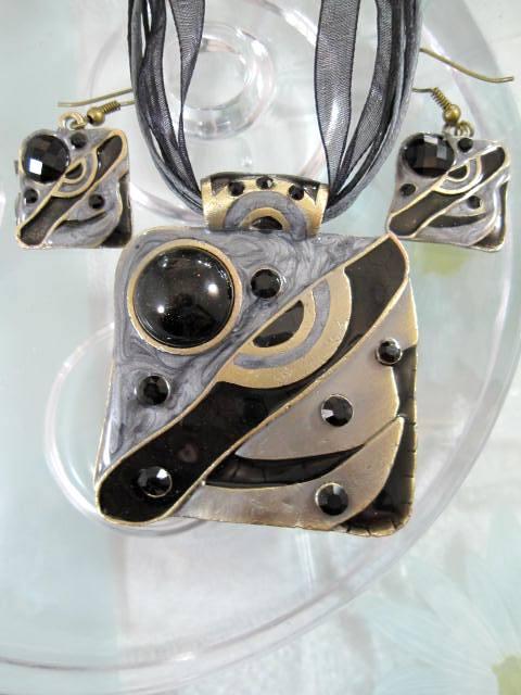Smyckeset Halsband o Örhängen - Emaljerad/Kristaller/Svart/Brons